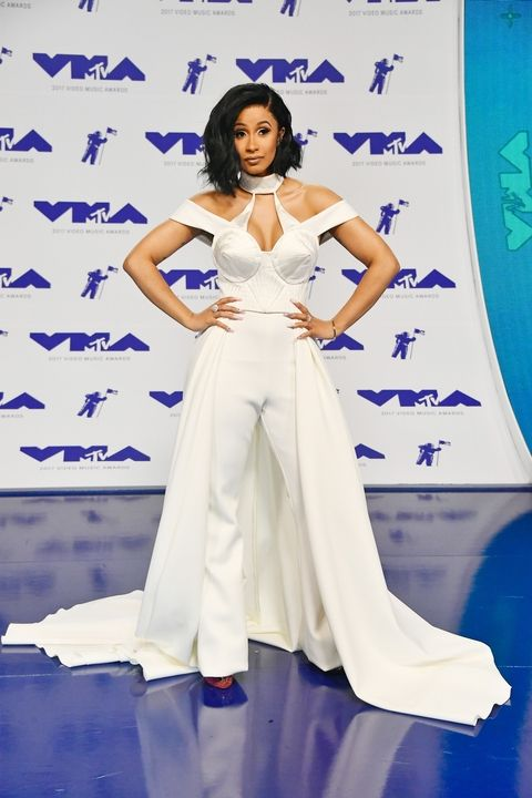 004-vmas-red-carpet-2017-1503872302 cardi b