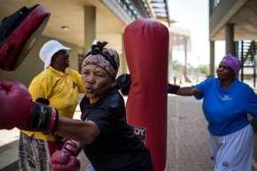 {VIDEO} Boxing Gogo's